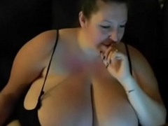 BBW Webcam Showing Off HUGE JUGGS