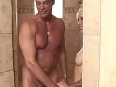 Cockloving masseuse pleasuring her client